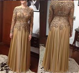 Toptan satış Altın Artı Boyutu Anne Gelin Elbiseler 2019 Uzun Kollu Bateau A Hattı Dantel Boncuklu Kristal Şifon Uzun Anne Düğün Konuk törenlerinde