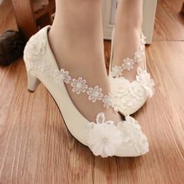 $enCountryForm.capitalKeyWord Australia - White Flat Heel Shoes Women Flower Lace Wedding Pumps 3Cm 5Cm 8Cm Flats Ladies Bridal Shoes Cheap Bridesmaid Shoes