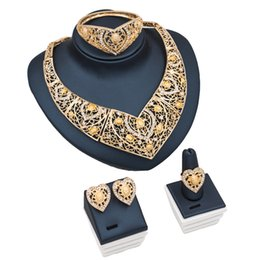 4pcs Alloy Flower Pattern Hollow Women Jewelry Set Big Size Bridal Necklace Heart Shape Earrings Ring Bracelet for Wedding Party Gift from knuckle self defense manufacturers