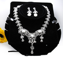 Discount bridal party jewelry gift sets - Fashion Bridal Jewelry Charming Big Size Rhinestones Crystal Jewelry Set for Wedding Bride Bridesmaid Prom Party 2018 In