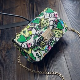 $enCountryForm.capitalKeyWord Canada - 2017 New Female Summer Beach Bags Ladies Chain Love Print Graffiti Women Messenger Bags For Women Clutch Designer Handbags