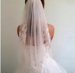 Short One Layer comprimento da cintura frisado Diamond appliqued véus de noiva branco ou marfim casamento véu com venda por atacado