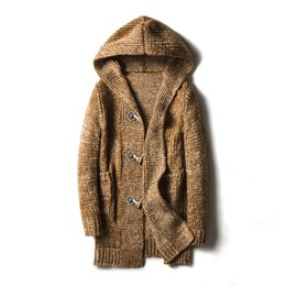 f61e9846996de 2018 suéter largo hebilla de cuerno de la rebeca engrosamiento cazadora  tejer sin forro de la ropa superior suelta sudaderas con capucha para los  hombres