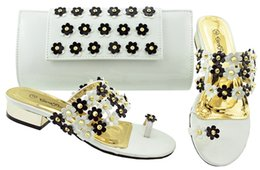 $enCountryForm.capitalKeyWord NZ - Top sale white low heel 3CM sandals with crystal and flower decoration african shoes match handbag set for dress JZC006