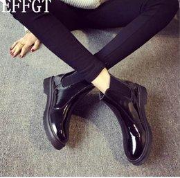 EFFGT Donna Moda Stivali in gomma stile britannico con suola nera Stivali con stivaletti da pioggia boot Martin piatto Tenere caldo il bagagliaio da moto Y27