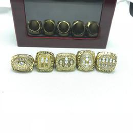 Großhandel 5pcs Zinklegierung 1981/1984/1988/1989/1994 San Francisco Die 49ers Championship Rings setzen mit Holzkiste L18100707