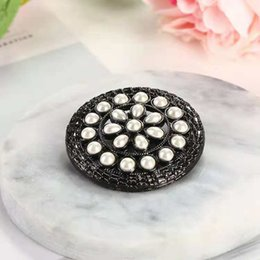 $enCountryForm.capitalKeyWord Canada - Unisex Fashion Men Women Brooches Pins Black Gold Plated Pearl Flower Brooch Suite Dress Pins Broochs for Wedding Party Nice Gift