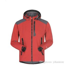 Chinese  Men Waterproof Breathable Softshell Jacket Men Outdoors Sports Coats women Ski Hiking Windproof Winter Outwear Soft Shell jacket manufacturers