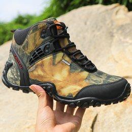 Venta al por mayor de Zapatos de alpinismo impermeables al aire libre de invierno para hombres Botas resistentes al desgaste Zapatos de seguridad para escalada transpirables resistentes EUR40-46