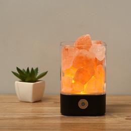 Venta al por mayor de Lámpara de sal del Himalaya Lámpara de cristal natural USB Rock Lámpara de noche multicolor con atenuador táctil Interruptor creativo Iones negativos para el regalo de las habitaciones