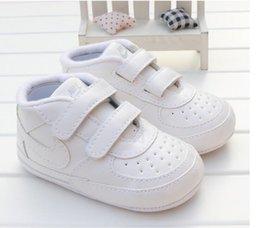Großhandel 2019 Kleinkind weiche Sohle Haken Schleife Prewalker Turnschuhe Baby Boy Girl Krippe Schuhe Neugeborenen bis 18 Monate