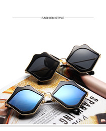 cool lips 2019 - Hot Sexy Lips Shape Sunglasses Fashion Women Lips Shape Frame Cool Style Sunglasses Sexy Ladies Summer Eyewear Alloy Fra