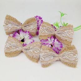 100 unids yute arpillera cinta de arpillera Bowknot / Vintage boda decoración artesanal / arpillera Scrapbooking encaje arco de pelo / sombrero artesanal en venta