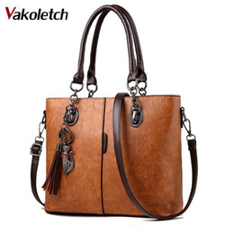 2018 Big Ladies Hand Bag For Women Solid Shoulder Bag Luxury Handbags Women  Bag Designer Outlet Europe Leather Handbag KL455 47e660a65a