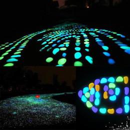 50PCS Glow in Dark Pebbles Glow Stones Rocks Passerella Giardino Acquario Fish Tank San Valentino Pietre luminose
