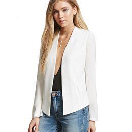 Outfit blazer beige mujer