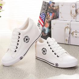 45885a8ed Sapatilhas de verão Cunhas Lona Mulheres Sapatos Casuais Femininos Bonito Branco  Cesta Estrelas Zapatos Mujer Formadores 5 cm de Altura