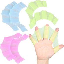 Vente en gros Palmes de natation en silicone main palmes palmes palmes doigts palmés pagaie S M L pagaie améliorer équipement de gant de bain résistant
