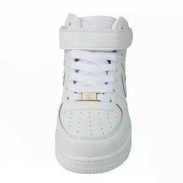 32efbea20a Venda quente 2018 versão atualizada Novo Todos Os Sapatos Brancos Homens e  Mulheres Na Moda Sapatos Casuais Tamanho 36-44