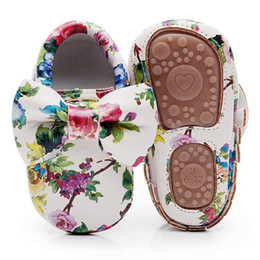 Chinese  Fashion Floral printing hard sole toddler moccasins first walker shoes PU leather cute bow baby girls shoes infant walk manufacturers