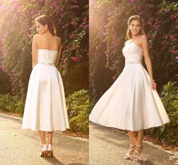 taffeta design short gown 2019 - Vintage Tea Length Short Wedding Dresses Sweetheart Crystals Beadings Waist A Line 2018 Autumn Design Bridal Gowns Custo