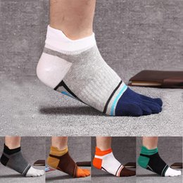 Men Colorful Fashion Socks Canada - New Colorful Brand Men Toe Socks Male Fashion Casual Cotton Five Finger Socks Summer Short Ankle Socks One size