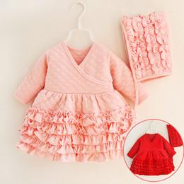 4fe8da3e080cef 2018 neue frühling baby mädchen baumwolle rüschen dress mit kappe rot rosa  prinzessin geschichteten kleider set infant mädchen kleidung geboren  geschenk 3 ...