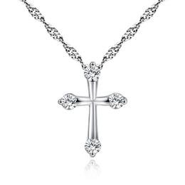 f23e604431d8 Europa plateó el collar de la joyería de las mujeres de la manera Cruz CZ  Crystal Zircon Rhinestone colgante collares de regalo de Navidad
