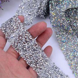 Venta al por mayor de 1 Yarda Hot Fix Vestido de purpurina Piedras preciosas Motivos Cinta Cristal de hierro en parches apliques strass Hotfix Costura de tela de 3 cm de ancho