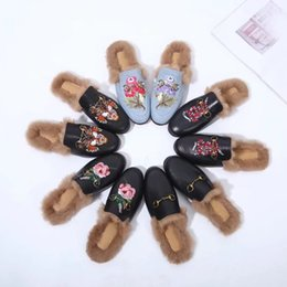 Chinese  huweifeng4 Metal Quality Letter Flowers Top Buckle Fur Flat shoes Cowhide leather Woman embroidery Bee Snake casual slippers With Box manufacturers