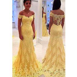 Großhandel 2018 neue gelbe Meerjungfrau Abendkleider Spitze Freies Verschiffen Sleeveless Sweep Zug Abendkleider Lange Einfache Abendkleider Gastkleider