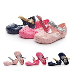 $enCountryForm.capitalKeyWord Canada - Kids Graceful Bowknot Decor Jelly Sandals For Baby Girl Lovely Hollow Out Party Shoes