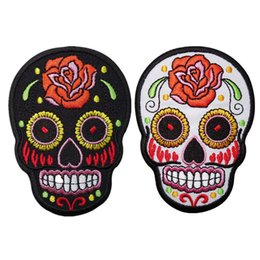 $enCountryForm.capitalKeyWord UK - Embroidered White Black Skull Punk Patches Flower Sewing Iron On Creative Badge For Bag Jeans Hat Appliques DIY Handwork Sticker Decoration