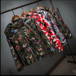 Großhandels- Qualität Mann-Frauen-Sommer Camo Windbreaker-Jacken-dünne weibliche Tarnungs-Schmetterlings-Windbreaker-Mäntel Frühling mit Kapuze Windbrea im Angebot
