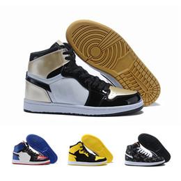 c52121bce1f NIKE air jordan Sapatos de basquete estilo clássico de alta qualidade dos  homens 1 par OG sapatilha Chicago 1 preto branco vermelho menino sapatilha  azul ...