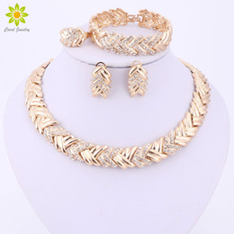 dubai jewelry sets Canada - whole sale2017 Fashion Dubai Gold Color Jewelry Sets Costume Big Design Gold Color Nigerian Wedding African Beads Jewelry Sets