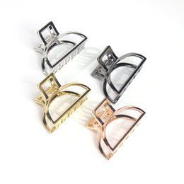 Wholesale Women Fashion Hair Accessories Metal Modern Stylish Size S Hair Claw Clips Bun Maker Make UP Washing Styling Tool