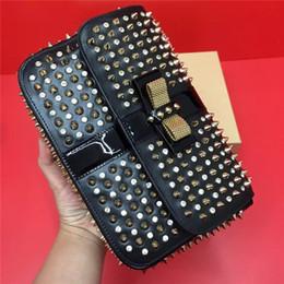 (Beaucoup de couleurs) sacs à main de luxe de concepteur dames sacs de mode femmes sac à bandoulière en cuir véritable rivets pointes arc bandoulière sacs fourre-tout en Solde