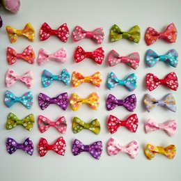 $enCountryForm.capitalKeyWord Australia - 100pcs lot 1.4Inch Baby Pet Dog Hair Clips Cat Puppy Bows Small Bowknot Pet Grooming Products Mix Colors Hair Bows Dog Accessories