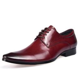 cebb109a Elegante calzado formal 2018 hombre plano clásico hombres de lujo zapatos  de vestir cuero genuino Wingtip tallado italiano formal Oxford