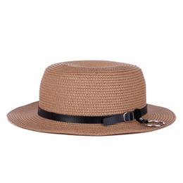 Venta caliente Flat Cap Verano Sombrero de Paja Mujeres Estilo Británico  Cinturón Pequeño Sombrero Al Aire Libre Beach Cap envío gratis be15a161c0a