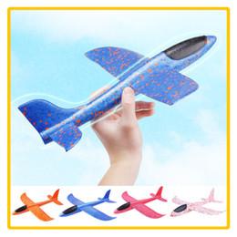 Ingrosso 48 cm Schiuma Lancio Aliante Aereo Inerzia Aeromobili Giocattolo A Mano Lancio Modello di Aeroplano Sport All'aria Aperta Giocattolo Volante per Bambini Regalo