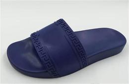 Toboggans de piscine Palazzo Medusa avec tête de Medusa en relief caoutchouc caoutchouté à enfiler caoutchouc sandales en PVC pantoufles pantoufles fashion pantoufles 56versace