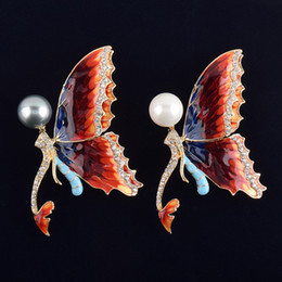 coating quartz NZ - Mermaid Butterfly Pearl Brooch corsage decorated high-grade folk style coat lady wholesale