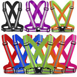 8 цветов светоотражающий жилет легкая эластичная безопасность подходит для наружной одежды для дня и ночи с аварийной идентификационной этикеткой на Распродаже