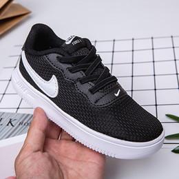 Ingrosso Designer Scarpe per bambini Luxuy Sneaker tinta unita per neonato e bambina Moda Scarpe EUR Taglia 22-35 Scarpe Per Bambini