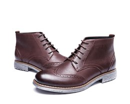 Fashionable Flat Shoes Laces Canada - Mens boots,bullock shoes,ankle boots.Carving design,2018 a new fashionable style,Highlight youth and fashion.Black and brown,lace-up.