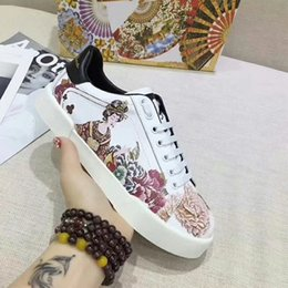 $enCountryForm.capitalKeyWord Australia - HOT Selling 2018Luxury brands The classic low-top white leather sneaker with Web detail womens outdoor Canvas casual shoes fc18040803