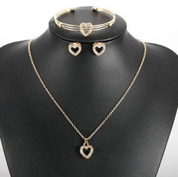 christmas gift nails 2019 - hot new European and American jewelry heart-shaped necklace necklace set love ear nail metal mouth bracelet fashion clas
