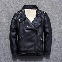 Jaquetas de couro de roupas infantis 2018 outono e inverno novo menino mais jaqueta de veludo jaqueta de maré jaqueta Y18102508 em Promoção